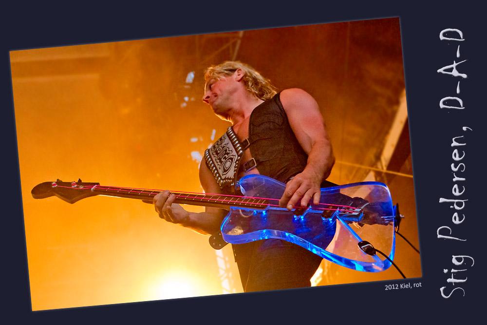 Bunte Bass-Saiten (Stig Pedersen, D-A-D)